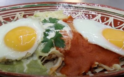 chilaquiles con huevos divorciados