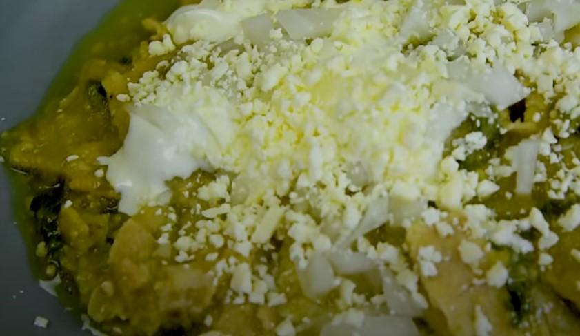 chilaquiles verdes con bistec
